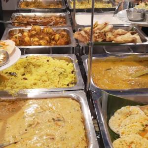 不定期開催の #ビュッフェ に職場の女子3人と。 #南インド料理 「 #ナンディニ虎ノ門店 」で「ガンジー生誕日スペシャルビュッフェ」
