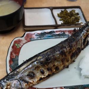 レイトランチは行列店狙い。 #新橋駅前ビル1号館 「 #さかな亭 」で旬の #新さんま定食