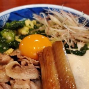 厳しい残暑に負けないスタミナを。 久しぶりの #新橋ランチ 「 #本陣房本店 」で #夏限定 の「 #三元豚と夏野菜のねばとろ蕎麦 」