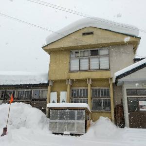 昨日ここまで積もったのが、今日の暖気でドッと落ちると思うとね。#冬の風景 #雪景色 #東...
