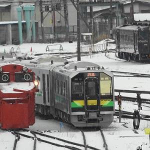 苗穂駅自由通路から山線ラッセルを観察