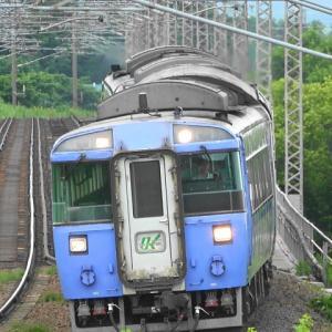 夕張川橋梁(函館本線)で特急列車を撮影