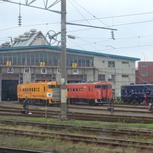 先日の函館乗り鉄で色彩豊かな列車を撮影していました