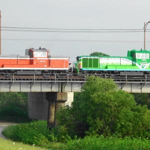函館本線夕張川橋梁での撮影では思いがけないサプライズな車両がやって来ました!!