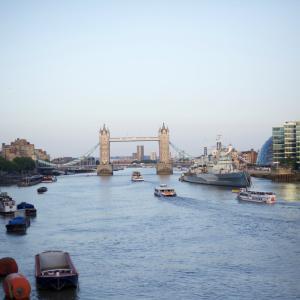 ロンドン生活と船のある景色