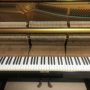 アップライトピアノのキーが下がったままになるので掃除してみた