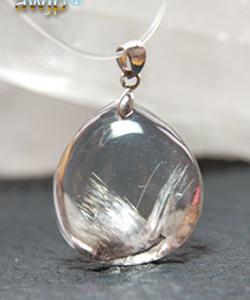 銀鼠針水晶のペンダントトップ