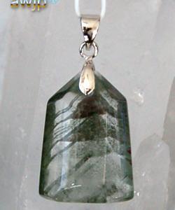 緑金字塔幻影水晶(グリーンファントムピラミッド)ペンダントトップ