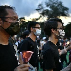 香港市民、禁止令に反して天安門事件を追悼ス