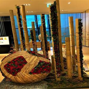 薔薇の生花で彩る「フラワーアートショーケース2020」