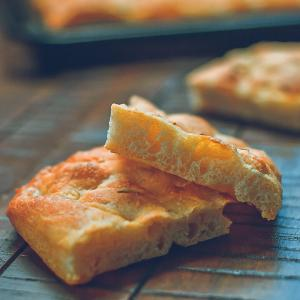 超簡単で超美味しいイタリアのレシピ参考本格フォカッチャの作り方
