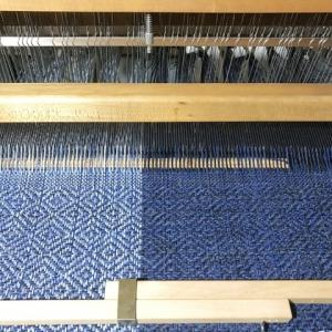 ラムウールの経糸、キチキチまで織り切った