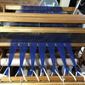 ラムウールのブルー、前に結んだけどタイアップの順番で悩み中、デッキの改修2×6全然足らない(T.T)