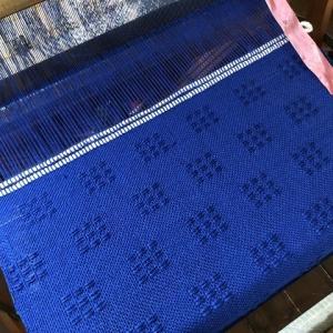 ラムウールのブルー、2本織り上がった(*^▽^*)