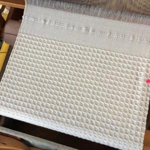 コットンでワッフル、白いタオル74マス、多分80cmくらい