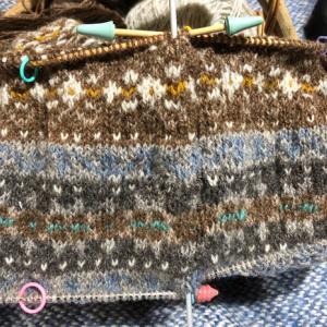 フィンランド毛糸で古典模様、羊模様が入った、けど、、、