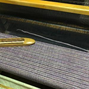 黒の経糸2、133cmで色糸を変える、待ちくたびれて😅