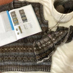 1年前と同じパターンを同じ糸で編んでいたΣ(゚д゚lll)