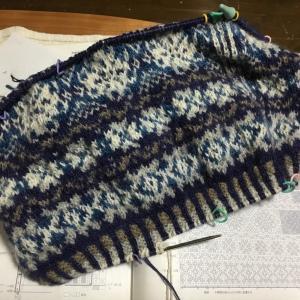 代わり映えしない画像続き裾のゴム編み、8年前に編んだベスト