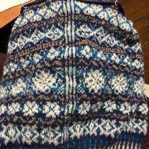 ボディ編み終えた😀、伊予柑の時季、半年ぶりの皮むきナイフ