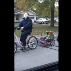 家で暇すぎたお父さんがコスプレして自転車に乗ってた件 海外の反応