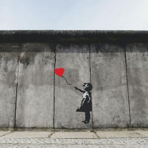 コロナウイルスでストリートアーティスト・バンクシーも在宅勤務!?海外の反応