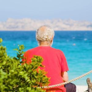 イタリアの美しい島で一人で暮らす男性 海外の反応