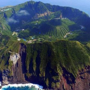 「東京にこんな島があるなんて」伊豆諸島の「青ヶ島」が話題に 海外の反応