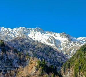 大雪の富山にyoutuberが潜入「雪かきの方法が賢い」「ただただ美しい!」海外の反応