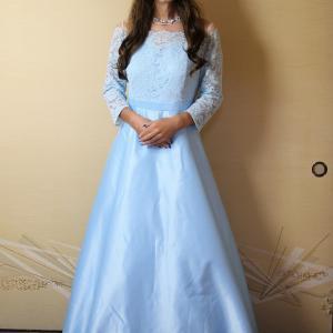 自宅で一人遊び(245) 20年9月(9)イメージとは違った水色ロングドレスをなんとか着てみた