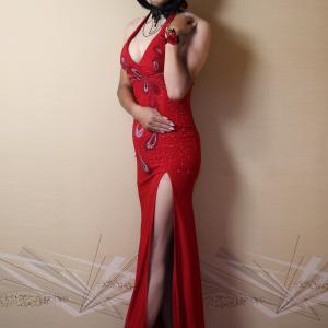 自宅で一人遊び(248) 20年9月(12)スリット入りの赤いドレスにゴシック調腕飾りで妖艶に