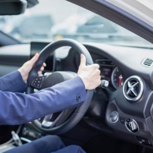 自動車保険の配偶者には「事実婚の配偶者」も含まれるのか?