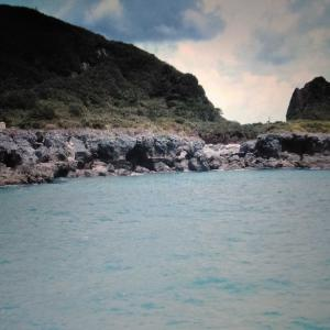 トカラ列島小宝島に入港、動画編。(2002年8月)