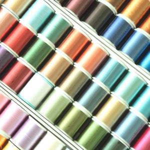 100均の「キャリーケース」でミシン糸を収納。欲しい色をひと目で見つけられる