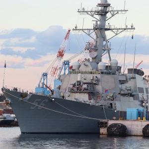 11/4 米海軍ミサイル駆逐艦「ジョンS.マケイン」、横須賀基地