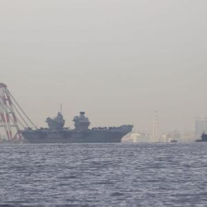 英空母「クイーン・エリザベス」、横須賀出港