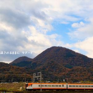 奈良・二上山の紅葉と近鉄電車