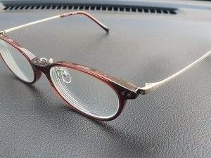 金属の眼鏡のフレームでも気持ち悪くなってた・・・・