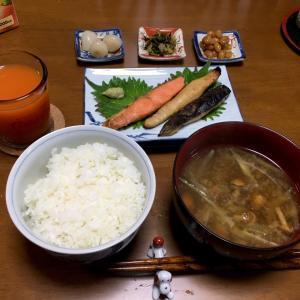 369 紅鮭とホッケ醤油干し,なめこ汁で夕ご飯。