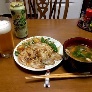 381 暑いです! 豚ロース生姜焼きともやし炒め,ミョウガのお味噌汁で元気一杯。