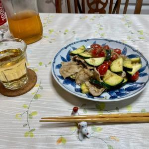 656 ズッキーニと豚ロースのねぎレモン炒めで,一杯。