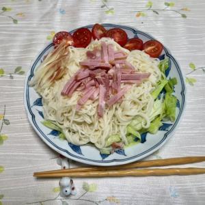 664 サラダ風の冷麦で,お昼。