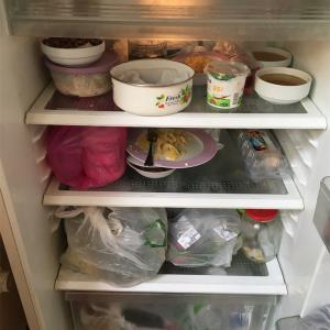 【アゼルバイジャン】宿の冷蔵庫とアゼルバイジャンのキャベツ