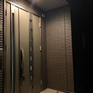 玄関の人感センサーライトがどんな時もオンな我が家。