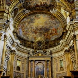 イタリア屈指のローマバロック美術の美しい内部装飾