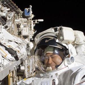【ISS】 星出さん 4回目の船外活動 日本人最長の活動時間に