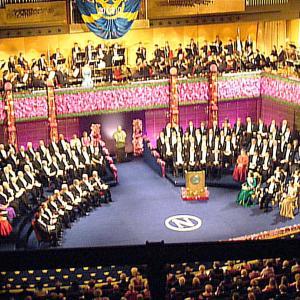 ノーベル賞授賞式 メダル授与は居住国で