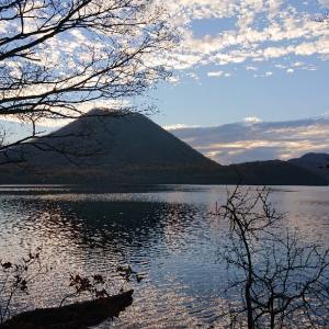 早朝の榛名湖畔へ