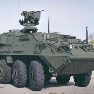バンコク反政府集会対応?で装甲車移動中