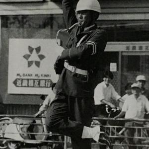 シェー! 交通整理の名物警官